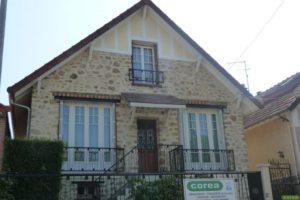 Réfection des joints de pierre et peinture des dessous de toit à Poissy 78 après